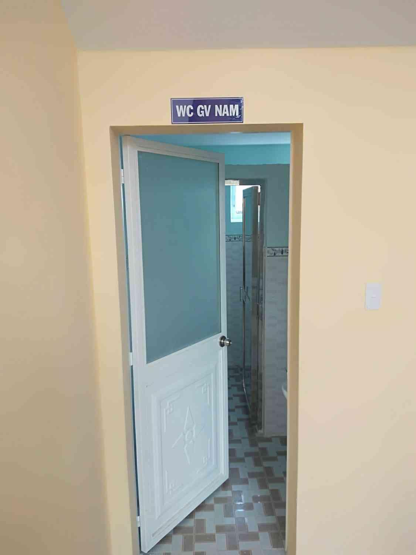 Khu vực nhà vệ sinh dành cho giáo viên nam