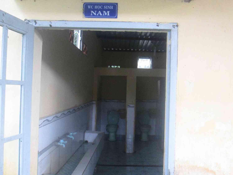 Khu vực nhà vệ sinh dành cho học sinh nam
